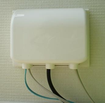 outlet_061403.jpg